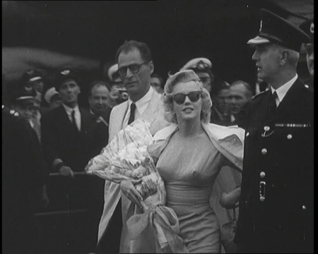 Marilyn Monroe arrives at the airport, London (1956)