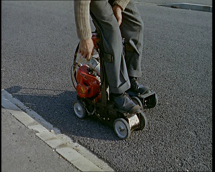 If driving's not enough excitement for you, why not try these motorised roller skates? The video does not convince us that they're particularly safe.