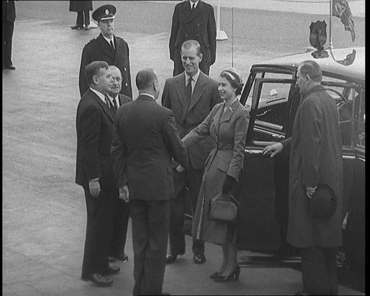 QUEEN_OPENS_AIRPORT_BUILDINGS_(aka_QUEEN_OPENS_NEW_BUILDING)_21